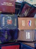 Russisch paspoort omhulsels te koop op de markt in Sevastopol